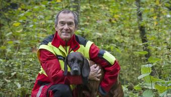 Die Hannoversche Schweisshündin Pamina mit ihrem Hundeführer Walter Müllhaupt.