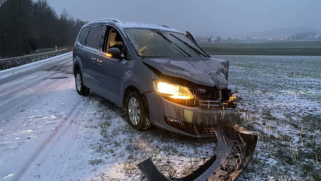 15 Unfälle auf schneebedeckten Strassen – ein 11-jähriges Kind verletzt