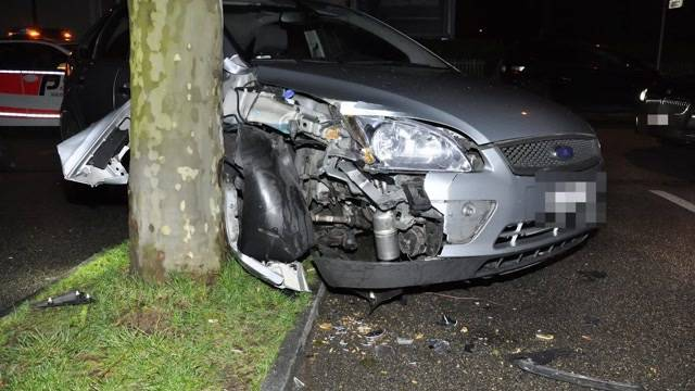 14-jährige verunfallt mit Auto nach Flucht vor Polizei