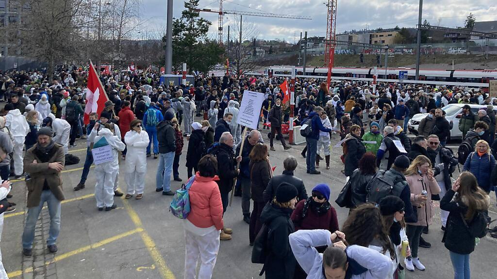 Tausende demonstrieren in Liestal gegen Corona-Massnahmen