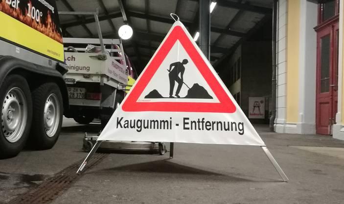 Achtung Kaugummi-Entfernung.