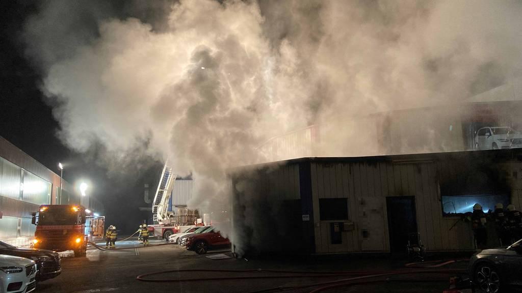 Autogaragenbetrieb brannte in der Nacht