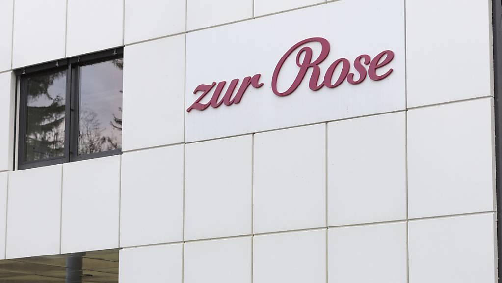 Der Chef der Frauenfelder Versandapotheke Zur Rose muss sich wegen umstrittener Geschäftspraktiken des Unternehmens ab dem 1. Dezember vor Gericht verantworten. (Archivbild)