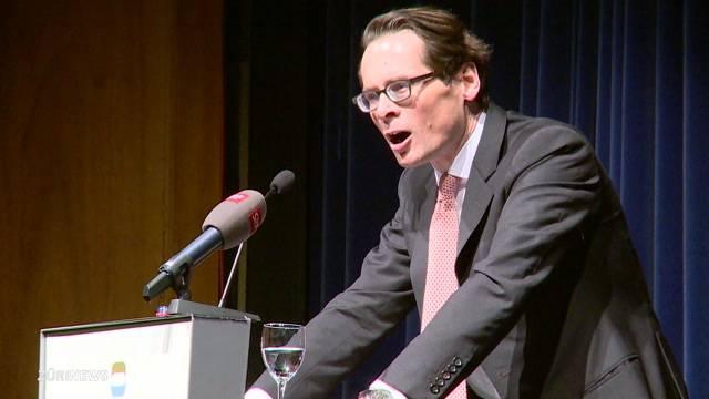Roger Köppel lässt sich von den SVP-Wählern feiern