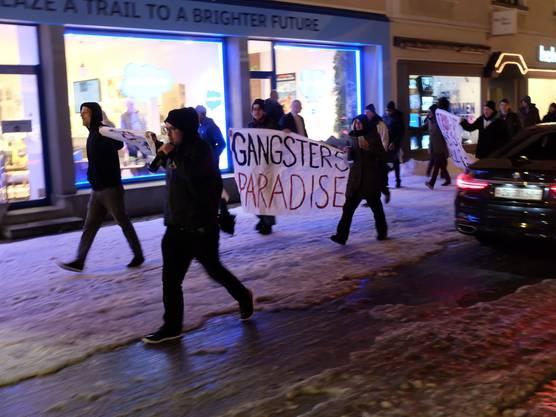 Trotz Verbot: Demonstration auf der Promenade in Davos