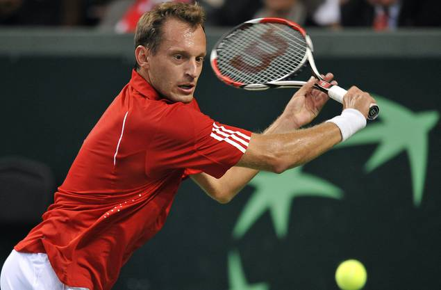 Der 41-jährige Walliser, der heute als Trainer beim Tennisverband Swiss Tennis tätig ist, muss sich für Geschehnisse vor Gericht verantworten, die sich im Oktober 2014 in Tallinn in Estland zugetragen haben sollen.