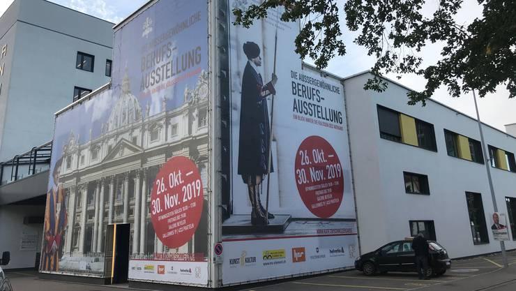 Der Aufbau ist in vollem Gang für die Schweizergarde-Ausstellung. (zvg)