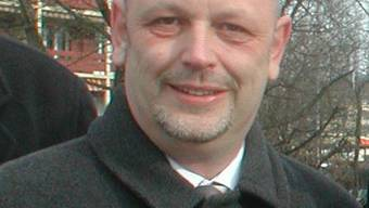 Martin Müller: 1995 ist Martin Müller (44) der FDP beigetreten, jetzt will er als Parteiloser Politik machen. Seit 2008 gehört er dem Dietiker Parlament an, von 1998 bis 2006 war er Schulpfleger. Der IT-Consultant mit eigenen Firma war Präsident der Bezirks-FDP und, von 2000 bis 2008, Präsident der FDP Dietikon.