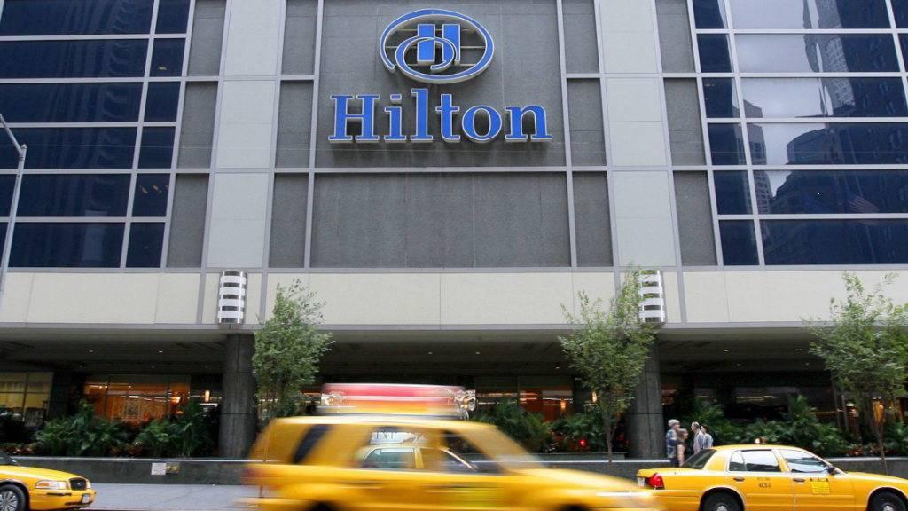 Die Hotelgruppe Hilton erwartet in diesem Jahr einen schwächeren Geschäftsverlauf - trotz kompensierender Effekte innerhalb des Konzerns. (Symbolbild)