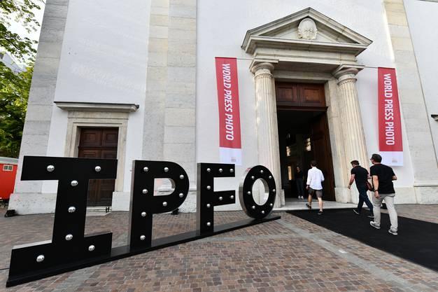 Der Eingang zur Ausstellung in der Stadtkirche Olten.