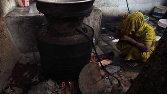 Wegen selbst gebrannten Alkohols gibt es in Indien regelmässig Todesfälle. (Themenbild)