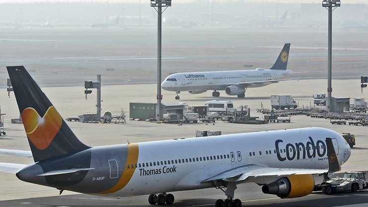 Vor der Corona-Krise galt der Ferienflieger Condor besonders wegen seines Angebots zu touristischen Langstreckenzielen in Übersee als unentbehrlich für die Reisebranche, die stets einen Gegenpol zur mächtigen Lufthansa haben wollte. (Archivbild)