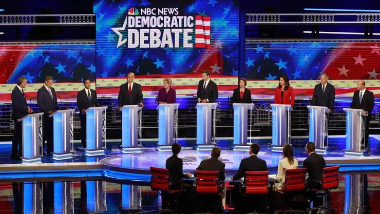 Zehn Demokraten kämpften am Mittwochabend im ersten TV-Duell um die Gunst der US-Wähler.
