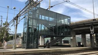 Die zwei Lifte am Schlieremer Bahnhof müssen wegen der Hitze ausser Betrieb.