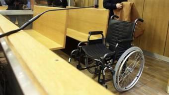 Der Angeklagte sass im Rollstuhl im Pariser Gerichtssaal