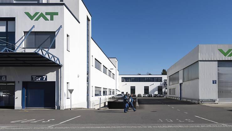 Die VAT Gruppe führt an ihrem Hauptsitz in Haag für rund 400 Mitarbeitende Kurzarbeit ein. (Archivbild)