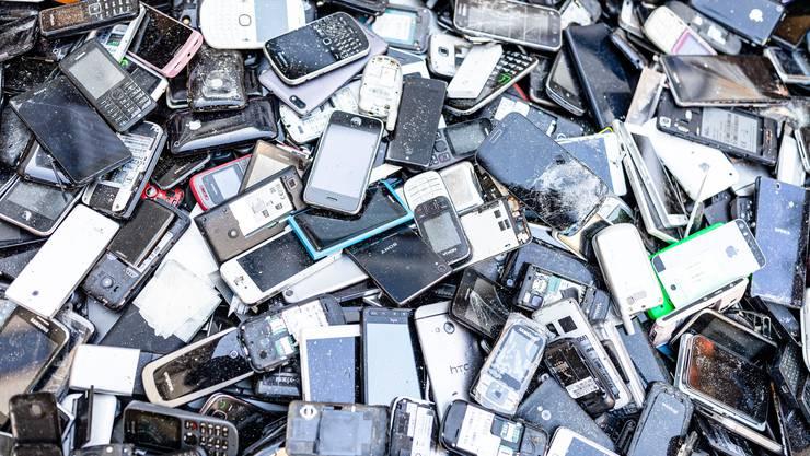 Der IT-Wirtschaftsverband Swico karrte sechs Tonnen Elektroschrott heran, um sein Recyclingsystem zu demonstrieren. (Quelle: Keystone)