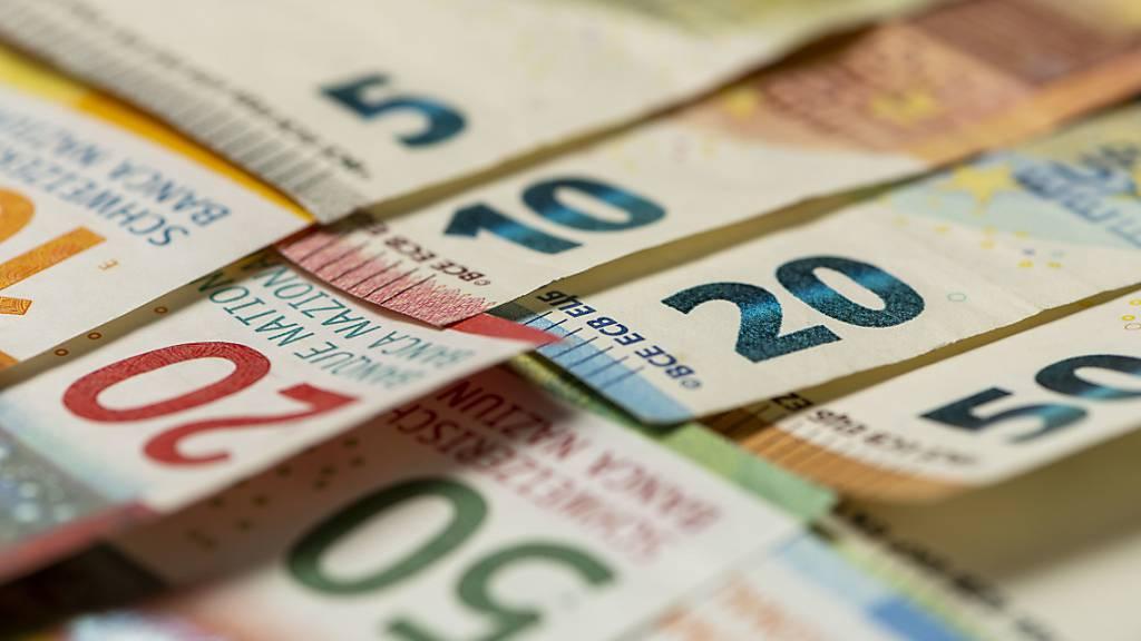 Die Stadt Wil rechnet mit einer steigenden Verschuldung. 2022 und 2024 soll der Steuerfuss erhöht werden. (Symbolbild)