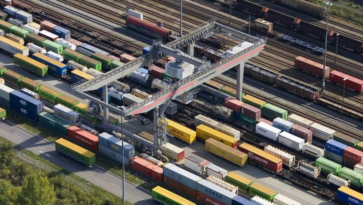Das Gebiet rund um den Umschlagsbahnhof wurde grossflächig abgesperrt. (Archiv)