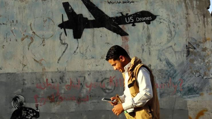 Protest-Graffiti in der jemenitischen Hauptstadt Sanaa gegen US-Drohnenangriffe. (Archivbild)