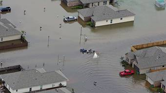Luftaufnahme überschwemmter Häuser in Hammond im Bundesstaat Louisiana