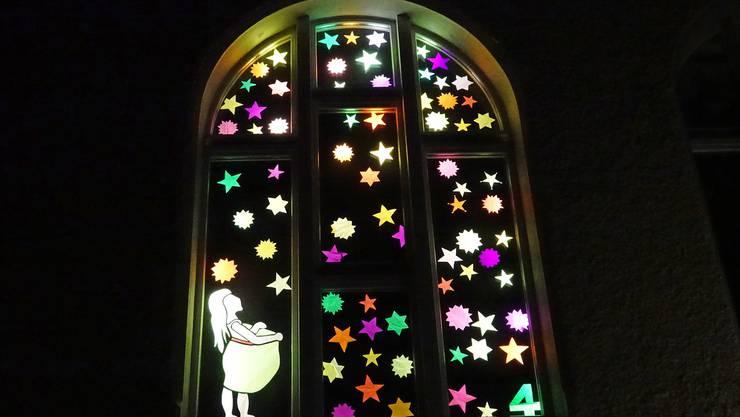 Das sternenprächtige Adventsfenster
