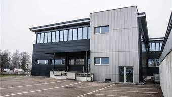 Dieses Gebäude im Gewerbegebiet Rigacker in Wohlen ist ab März 2017 der neue Sitz von Swagelok Switzerland. Fotos: Toni Widmer