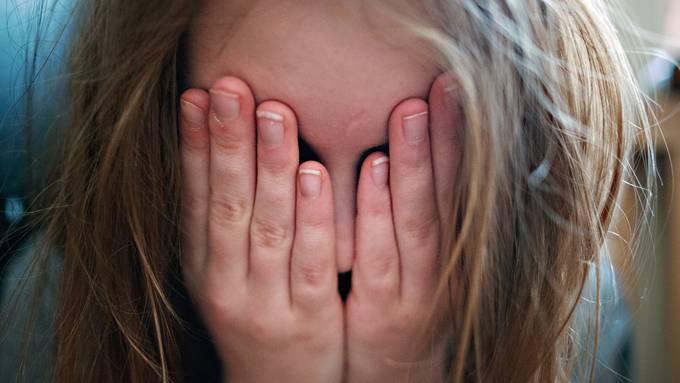 Schweizer Jugendliche berichten vermehrt über Müdigkeit.