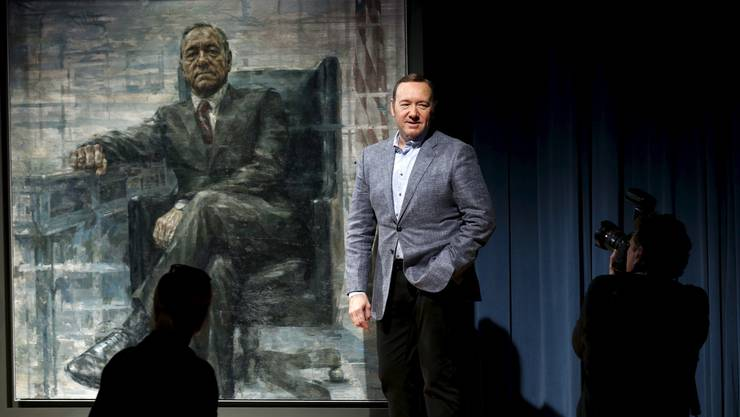 Schauspieler Kevin Spacey vor dem Präsidentenporträt seiner «House of Cards»-Figur in der Smithsonian's National Portrait Gallery in Washington D. C.