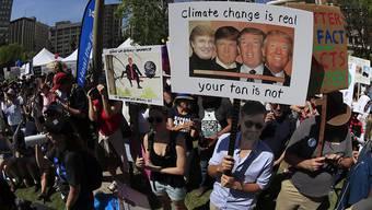 Weltweit haben zehntausende Wissenschaftler 2017 für die Forschungsfreiheit und gegen US-Präsident Trump demonstriert. (Archiv)