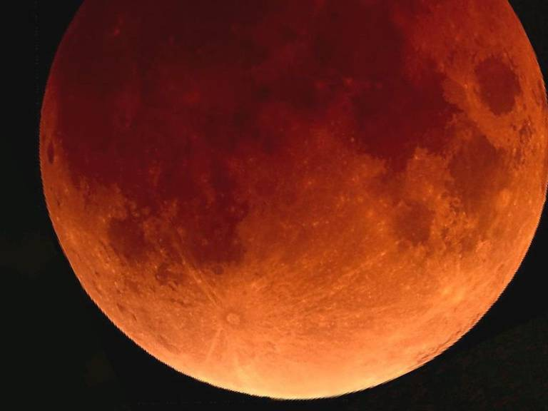 So oder ähnlich dürfte der Blutmond bei gutem Wetter am 27. Juli am Himmel leuchten. (Archiv)