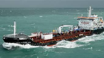 Der Schweizer Hochseetanker San Padre Pio wurde von Piraten in Schnellbooten angegriffen.