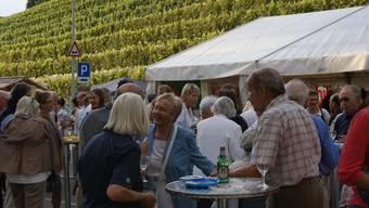 Treffpunkt: Am Oberengstringer Weinfest steht neben dem Degustieren des Weines auch der gesellige Teil im Zentrum – noch fehlt aber ein Mitorganisator für 2010. (Bild: Marco Mordasini)