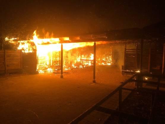 Schaffhausen, 9. November: Auf einem Schulgelände ist nachts ein Ökonomiegebäude abgebrannt. Am folgenden Morgen waren Brandursache und Schaden noch unklar. Verletzt wurde niemand.