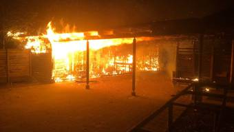 In Schaffhausen ist ein Gebäude auf einem Schulgelände in der Nacht zum Sonntag abgebrannt.