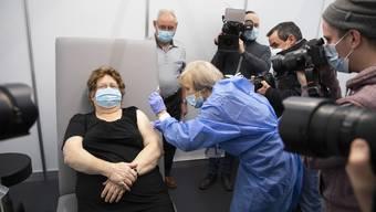 Alexia Brunner: Die zweite geimpfte Person im Kanton Bern. Welchen Impfstoff sie bekommt, konnte sie nicht wählen.