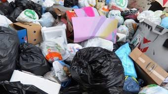 Tonnenweise Müll auf den Strassen Neapels