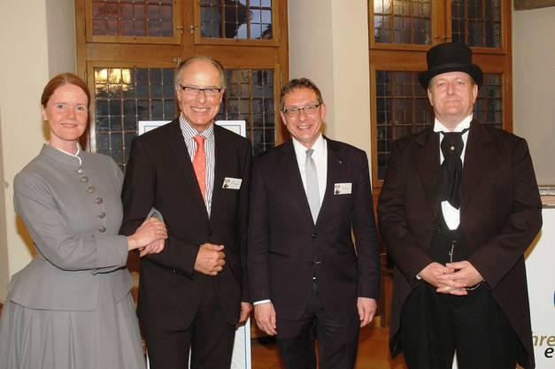 Die Effingers zusammen mit Peter Wissmann (zweiter von links) und Regierungsrat Urs Hofmann (zweiter von rechts).
