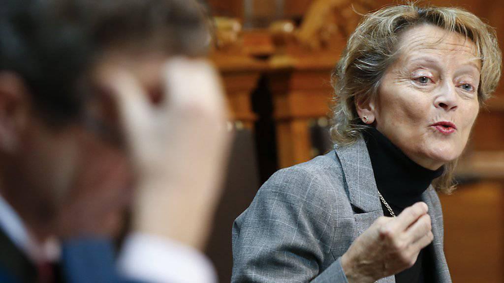 Finanzministerin Eveline Widmer-Schlumpf vertrat im Ständerat die Unternehmenssteuerreform III. Die Vorlage hat zum Ziel, jene Unternehmen in der Schweiz zu halten, die ihre kantonalen Steuerprivilegien verlieren.