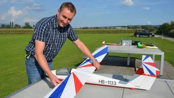 Für Michel Dürrenmatt, hier mit einem Segelflugzeug Pilatus B4, wird es der letzte Flugtag als Präsident der Modellfluggruppe Grenchen sein.