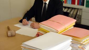 Präsident I des Bezirksgerichts Lenzburg: Daniel Aeschbach gefällt seine neue Aufgabe trotz der vielen Arbeit. (Fitz Thut)
