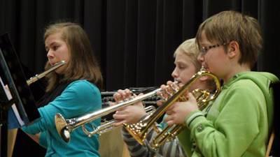 Drei Musiker des Ensembles der Musikschule Eigenamt.