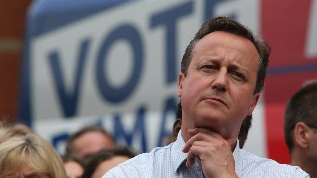 Der britische Premierminister David Cameron kündigt Rücktritt an.
