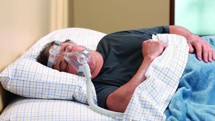 Schlafapnoe: Mit Spezialmaske schlafen erlaubt wieder ein normales Leben.
