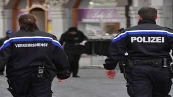 Mit dem Abbau von vier Stellen bei der Stadtpolizei spart der Stadtrat ab 2015 jährlich 365000 Franken ein.