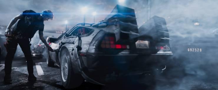 In der virtuellen Welt kurvt Parival mit dem DeLorean aus «Zurück in die Zukunft» herum.
