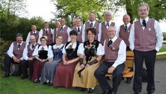 Der Zofinger Jodlerklub Edelweiss zeigt sich vor dem Wettvortrag mit dem Lied «E Hand voll Heimatärde» freudig und gelassen. emiliana Salvisberg