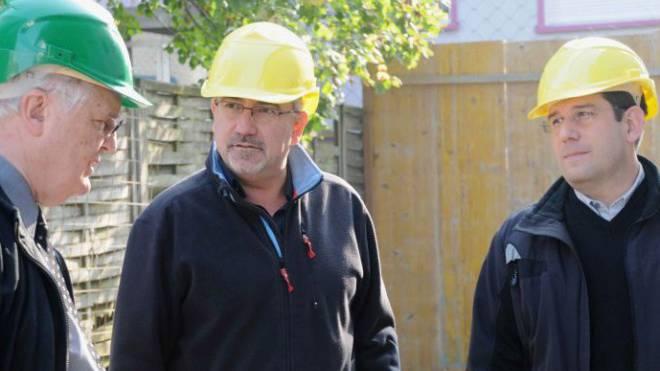 Hans Rudolf Gysin (l.) kontrolliert in Baselland Schwarzarbeit. Nun wird seine Arbeitsmarkt-Services selbst zum Kontollfall. Foto: René Sollberger