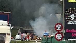 Aus dem Gotthard-Tunnel quillt Rauch