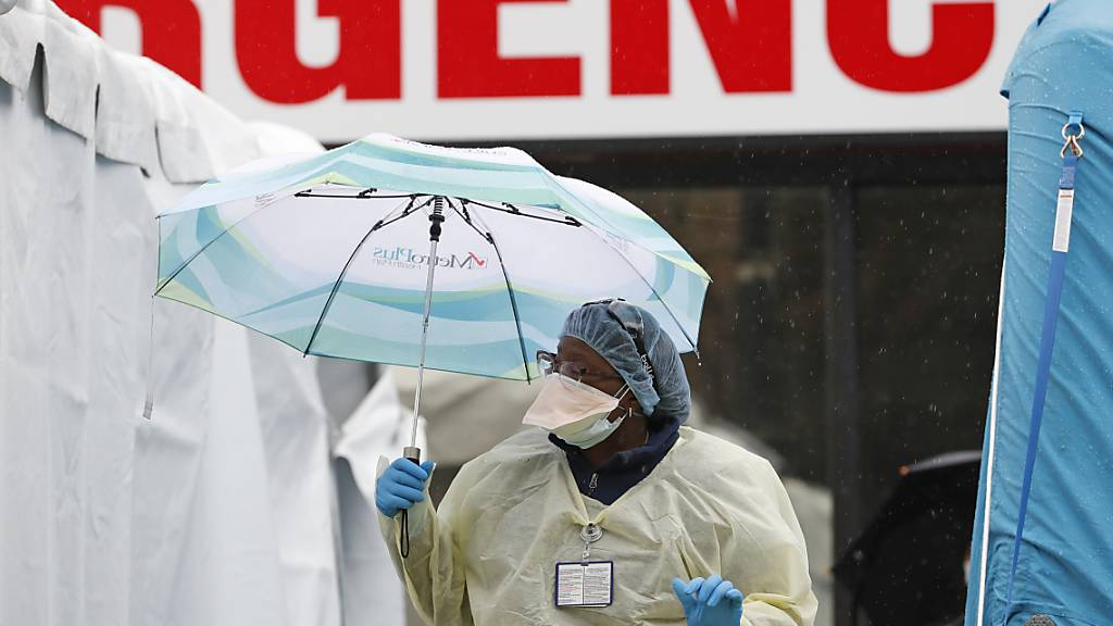 Mehr als 2000 Coronavirus-Tote in den USA